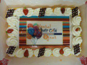Marieke heeft een prachtige taart ontworpen.
